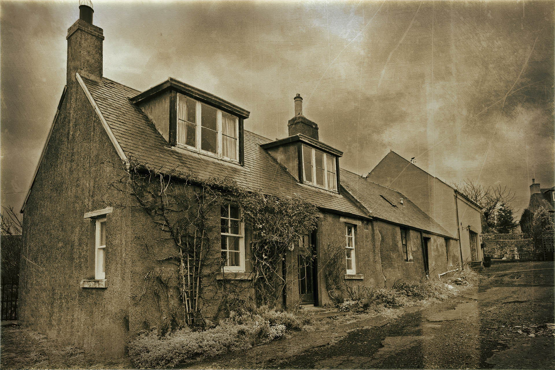 'Thimble Raw', Morebattle where Davidson and his family probably lived at the time of the 1851 Census. These are perhaps the original houses. There would have been no 'dormer' windows in the attics, the roofs would have been thatched, not slated and the ground floor windows would almost certainly have been smaller. Otherwise, nothing has changed!